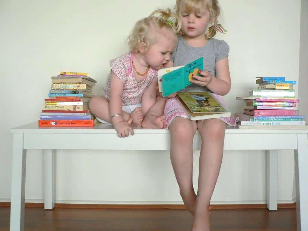 sibling reading